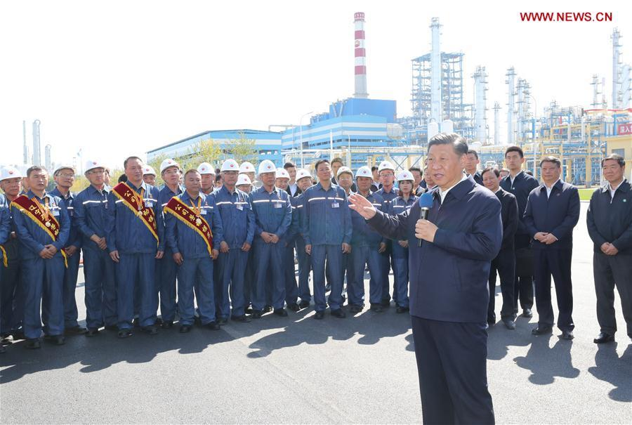 Chinese President Xi Jinping, also general secretary of the Communist Party of China (CPC) Central Committee and chairman of the Central Military Commission, speaks to workers during his visit to China National Petroleum Corporation (CNPC) Liaoyang Petrochemical Company in Liaoyang, northeast China\'s Liaoning Province, Sept. 27, 2018. Xi started an inspection tour in Liaoning on Thursday. (Xinhua/Ju Peng)