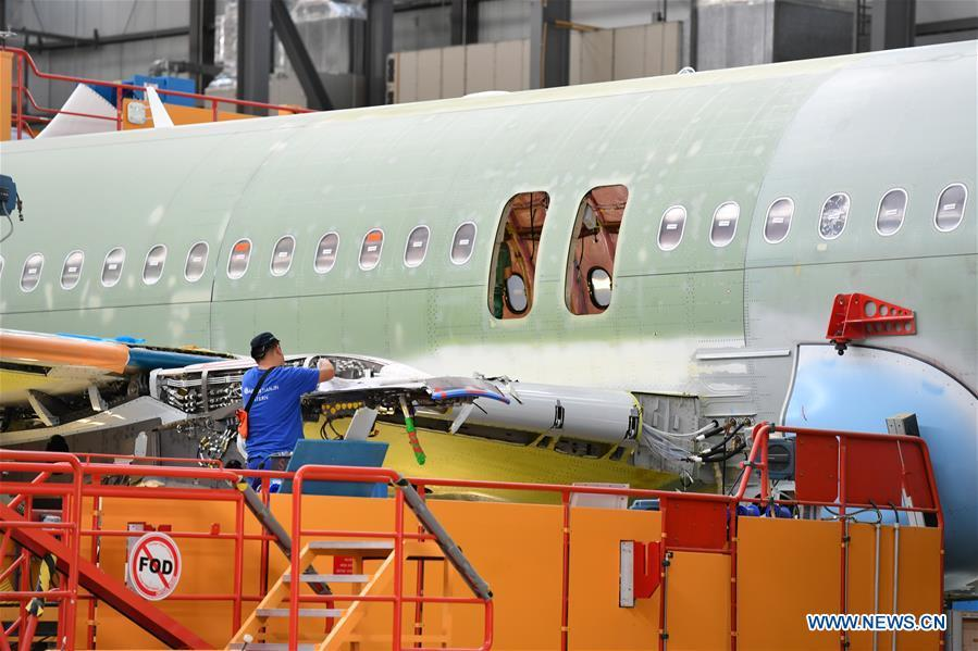 A staff member works at Airbus\' Tianjin final assembly line for the A320-family of jets in north China\'s Tianjin, Sept. 27, 2018. From the time it was established in 2008 until the end of this August, the Tianjin final assembly line assembled and delivered a total of 378 A320s. (Xinhua/Li Ran)