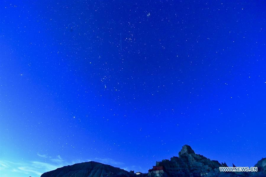 Photo taken on Sept. 11, 2018 shows the starry sky above ruins of Guge Kingdom in Ngari, southwest China\'s Tibet Autonomous Region. The Ngari area has an average altitude of over 4,000 meters above sea level. (Xinhua/Purbu Zhaxi)