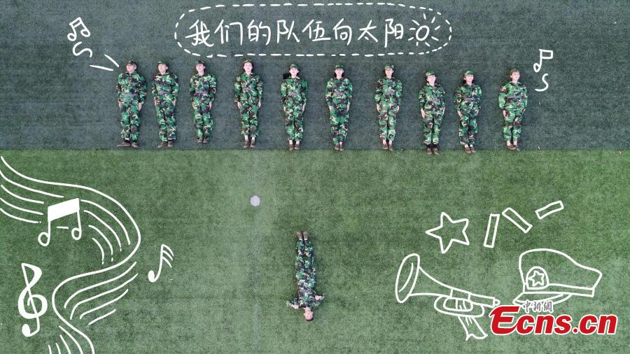 Drone photos show freshmen students of Fujian Normal University posing to form different patterns to mark their military training experience in Fuzhou City, East China's Fujian Province. A total of 128 students lied on the ground or stood up to form numbers, Chinese characters and images in the creation. (Photo: China News Service/Chen Kekan)