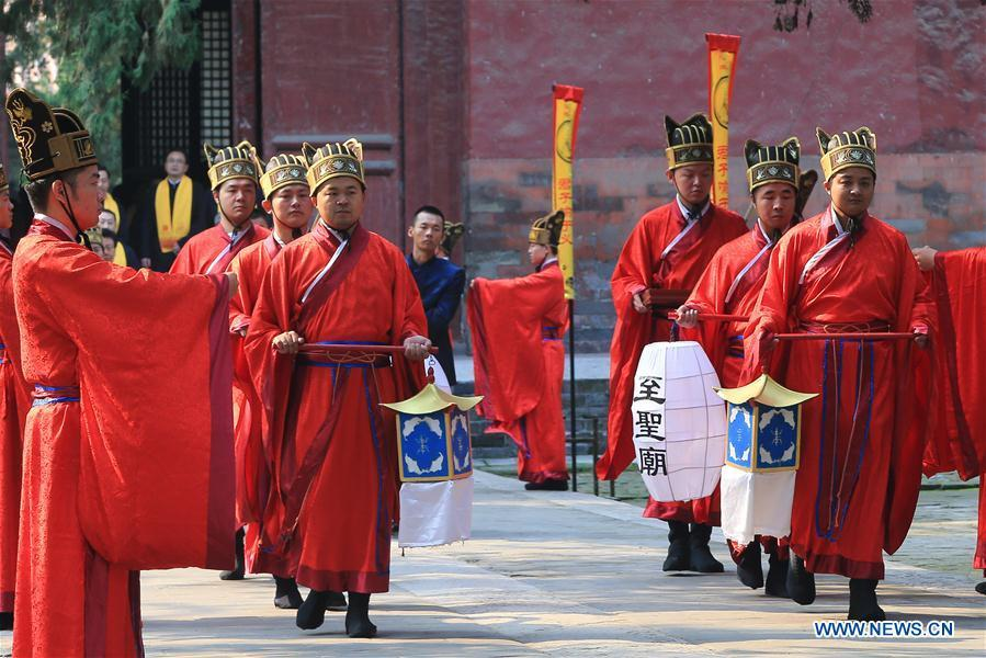 A ceremony is held to mark the 2,569th anniversary of the birth of ancient Chinese sage and educator Confucius at the Confucius Temple in Qufu, hometown of Confucius, in east China\'s Shandong Province, Sept. 28, 2016. Confucius (551-479 B.C.), an educator and philosopher, founded Confucianism, a school of thought that deeply influenced later generations. (Xinhua/Wang Nan)
