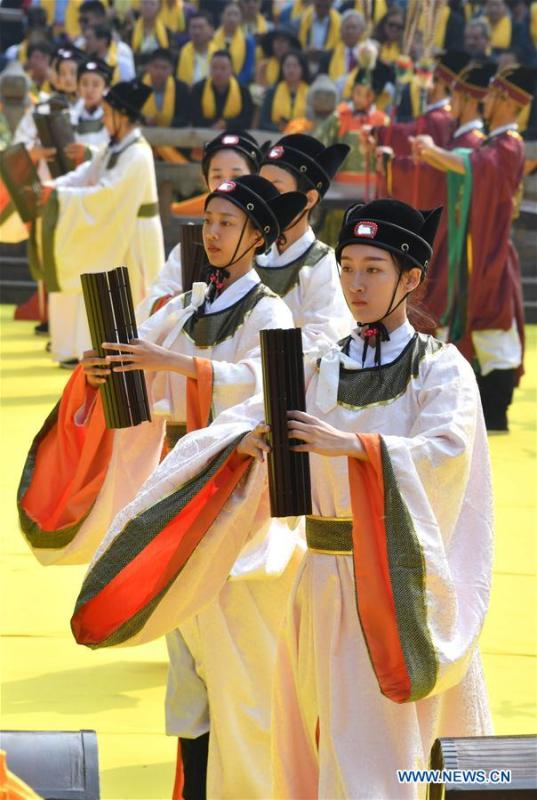 ceremony is held to mark the 2,569th anniversary of the birth of ancient Chinese sage and educator Confucius at the Confucius Temple in Qufu, hometown of Confucius, in east China\'s Shandong Province, Sept. 28, 2016. Confucius (551-479 B.C.), an educator and philosopher, founded Confucianism, a school of thought that deeply influenced later generations. (Xinhua/Xu Suhui)