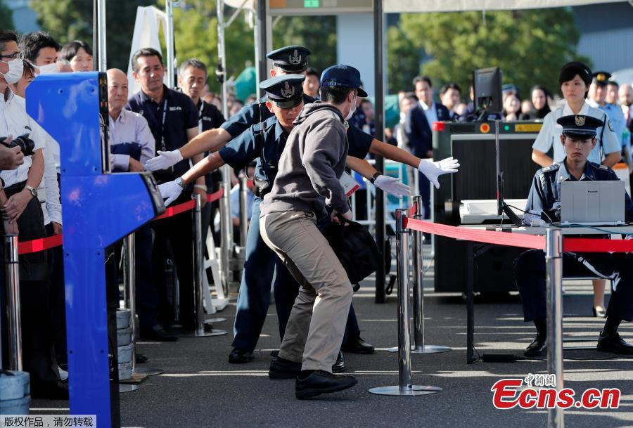 A police officer role playing a suspect (front) and security guards attend Tokyo 2020 and Tokyo Metropolitan Police Department Security Tests and Joint Drills ahead of the 2020 Olympics in Tokyo, Japan, September 28, 2018.(Photo/Agencies)