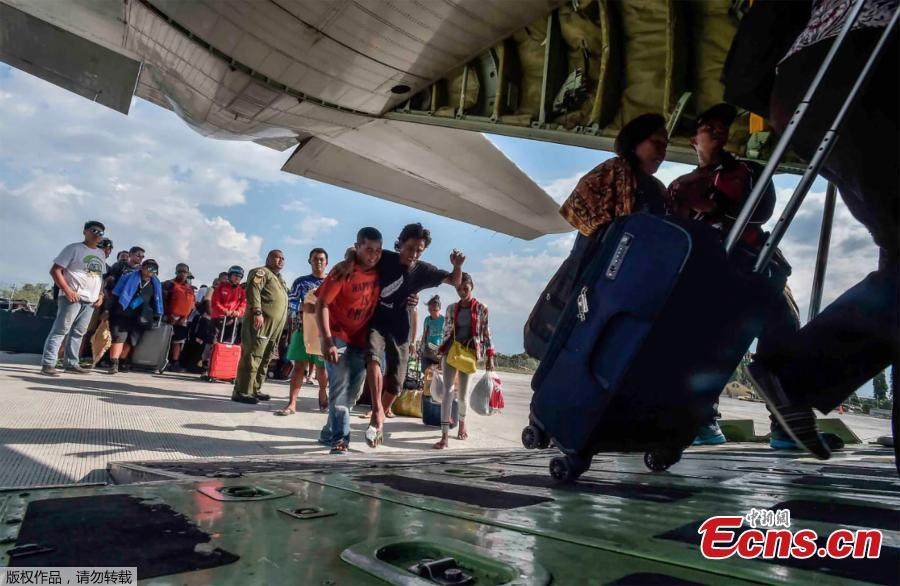 People injured or affected by the earthquake and tsunami are evacuated on an airforce plane in Palu, Central Sulawesi, Indonesia, September 30, 2018.  (Photo/Agencies)