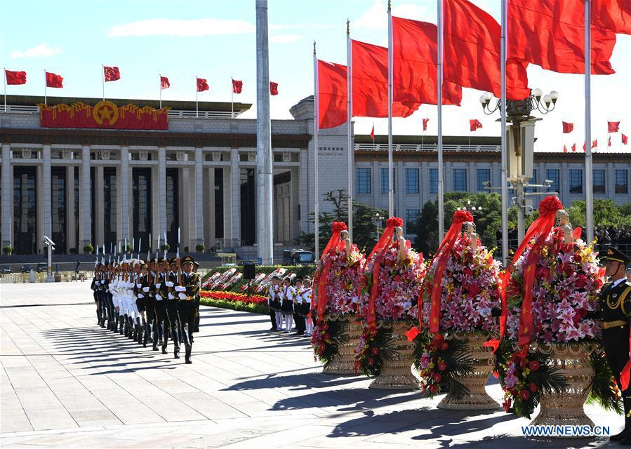 A ceremony to pay tribute and lay floral baskets to the Monument to the People\'s Heroes is held at Tian\'anmen Square in Beijing, capital of China, Sept. 30, 2018, on the occasion of the Martyrs\' Day. (Xinhua/Rao Aimin)