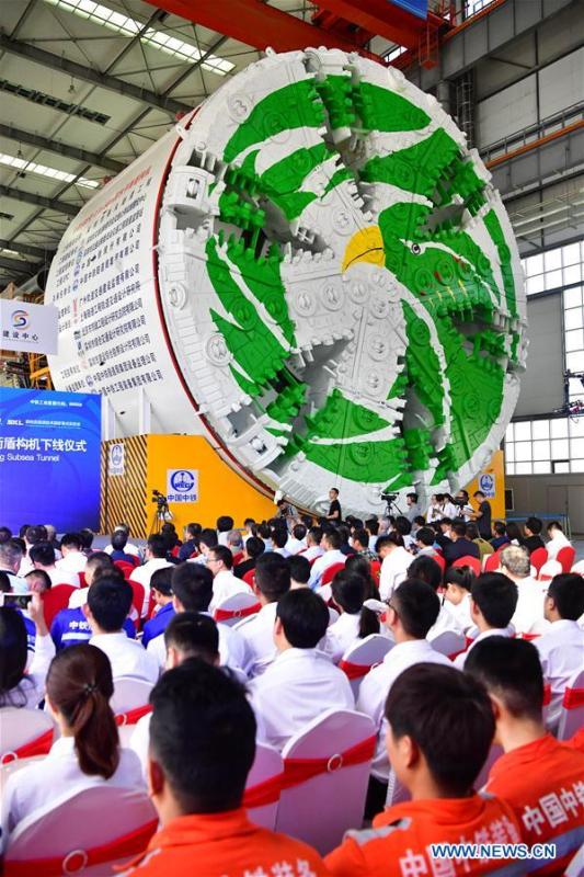 China\'s largest slurry tunnel boring machine (TBM) rolls off the production line in Zhengzhou, capital of central China\'s Henan Province, Sept. 29, 2018. The machine has a diameter of 15.8 meters, making it the largest slurry TBM designed in China. (Xinhua/Feng Dapeng)