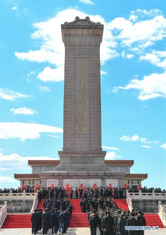 A ceremony to pay tribute and lay floral baskets to the Monument to the People\'s Heroes is held at Tiananmen Square in Beijing, capital of China, Sept. 30, 2018, on the occasion of the Martyrs\' Day. (Xinhua/Shen Hong)