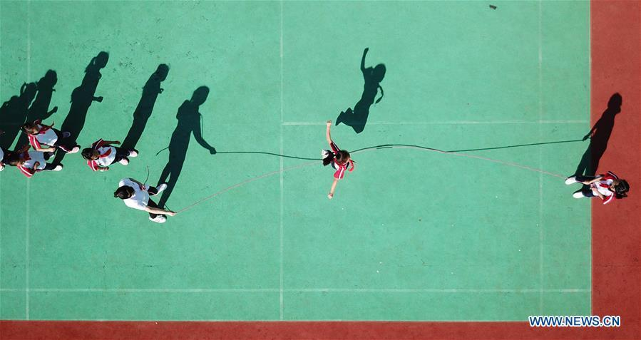 Aerial photo taken on Sept. 27, 2018 shows students playing rope skipping game at Xiaogang Primary School in Xiaogang Village of Fengyang County, east China\'s Anhui Province. Xiaogang, known as cradle of China\'s rural reform, witnessed great change in the past 40 years. (Xinhua/Cai Yang)