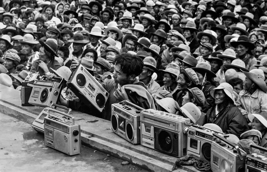 Radio cassette recorders-fashionable gadgets at the time-are placed on a stage to record the ongoing Epic of King Gesar performance during a horse race in Nagqu, in the Tibet autonomous region, in 1983. [TASHI TSEDAN/FOR CHINA DAILY]