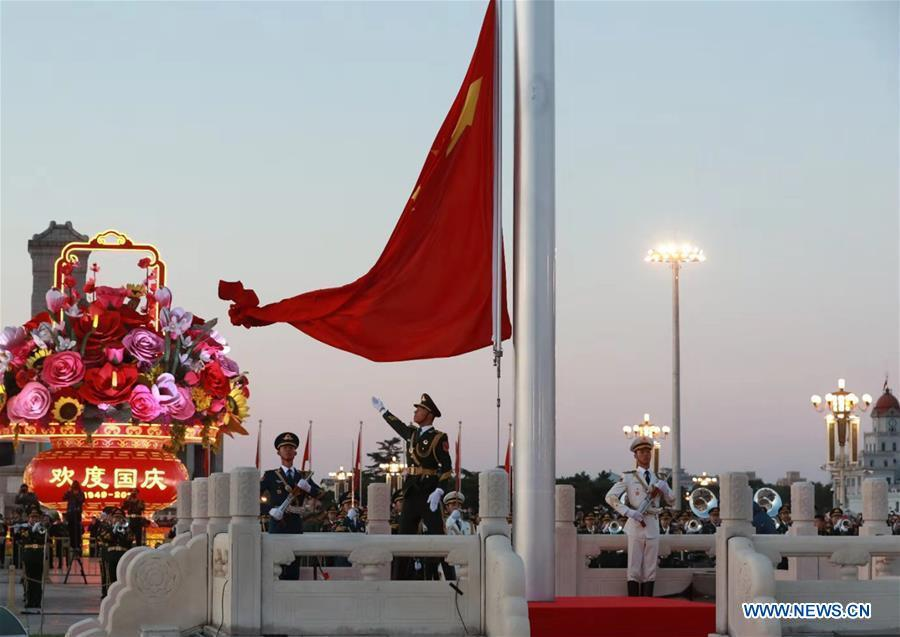 A national flag raising ceremony is held at the Tian\'anmen Square in Beijing, capital of China, on Oct. 1, 2018, the National Day, to celebrate the 69th anniversary of the founding of the People\'s Republic of China. (Xinhua/Li Gang)