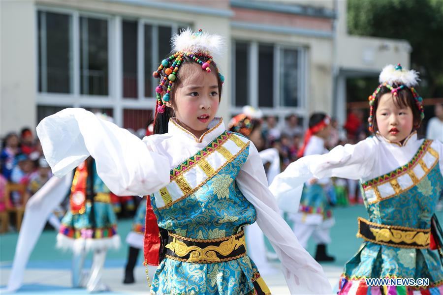 Kids dressed in ethnic minority costumes perform to greet China\'s National Day in Changxing County of east China\'s Zhejiang Province, Sept. 30, 2018. China\'s National Day falls on Oct. 1. (Xinhua/Xu Yu)