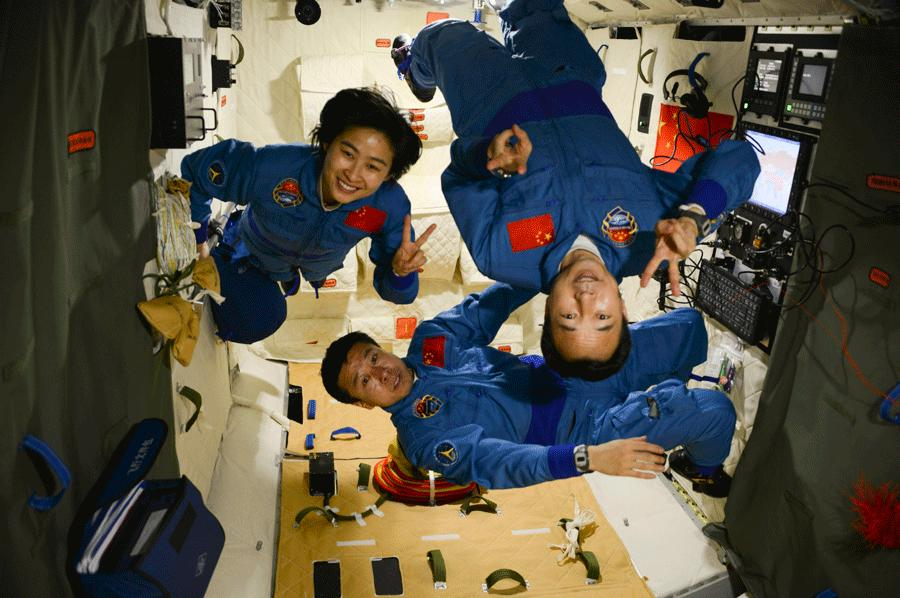 Astronauts take a group photo in the Shenzhou-IX spacecraft on June 27, 2012. The three astronauts, including China\'s first female astronaut, stayed in space from June 16 to 29. [SHENZHOU-IX ASTRONAUT TEAM]