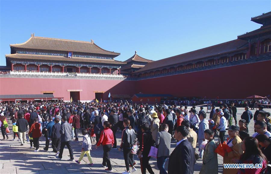 Tourists visit the Palace Museum in Beijing, capital of China, Oct. 2, 2018. Scenic spots across the country witnessed a peak of tourists on Tuesday. (Xinhua/Chen Xiaogen)