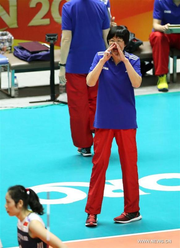Lang Ping, coach of China, gives instructions during the Pool B match against Bulgaria at the 2018 Volleyball Women\'s World Championship in Sapporo, Japan, Oct. 3, 2018. China won 3-1. (Xinhua/Du Xiaoyi)