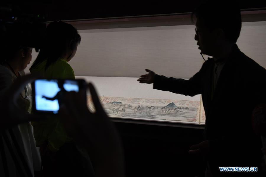 A staff introduces a work of Yuan Dynasty painter Zhao Mengfu (1254-1322) at the palace museum in Taipei, southeast China\'s Taiwan, Oct. 3, 2018. The museum will hold an exhibition under the title of \