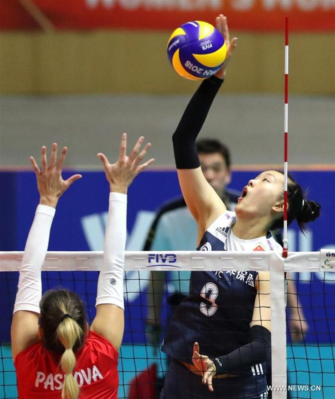 Zhang Changning (Top) of China spikes the ball during the Pool B match against Bulgaria at the 2018 Volleyball Women\'s World Championship in Sapporo, Japan, Oct. 3, 2018. China won 3-1. (Xinhua/Du Xiaoyi)