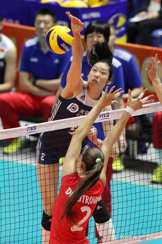 Zhu Ting (Top) of China spikes the ball during the Pool B match against Bulgaria at the 2018 Volleyball Women\'s World Championship in Sapporo, Japan, Oct. 3, 2018. China won 3-1. (Xinhua/Du Xiaoyi)