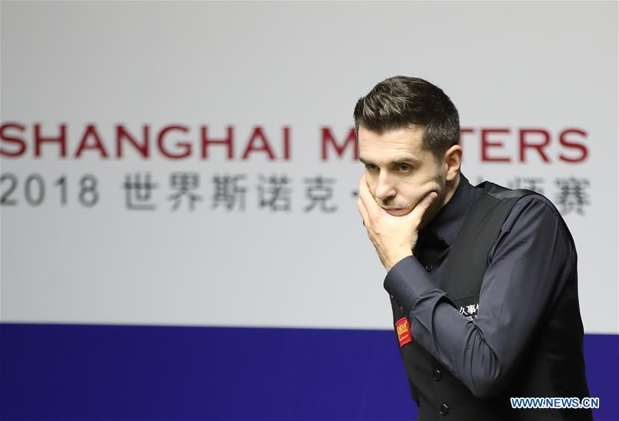 Mark Selby of England reacts during the quarterfinal match against Ding Junhui of China at 2018 World Snooker Shanghai Masters in Shanghai, east China, Sept. 13, 2018. (Xinhua/Ding Ting)