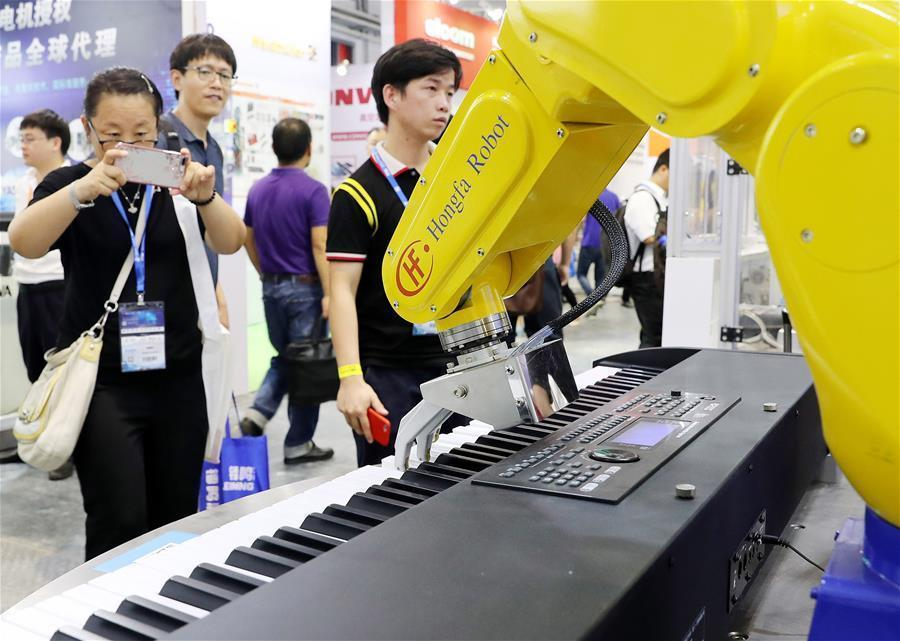 A bionic robot hand plays the piano at China International Industry Fair 2018 in east China\'s Shanghai, Sept. 19, 2018. The 20th China International Industry Fair opened on Sept. 19 in Shanghai, with over 2,600 companies participating in the five-day event. (Xinhua/Fang Zhe)