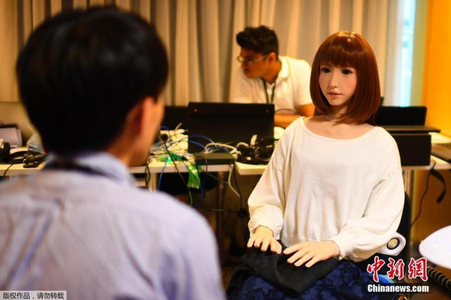 A robot created by Japan\'s Hiroshi Ishiguro Laboratories called Erica is presented at the IROS 2018 International Conference on Intelligent Robots on Oct. 5, 2018 in Madrid. (Photo/Agencies)