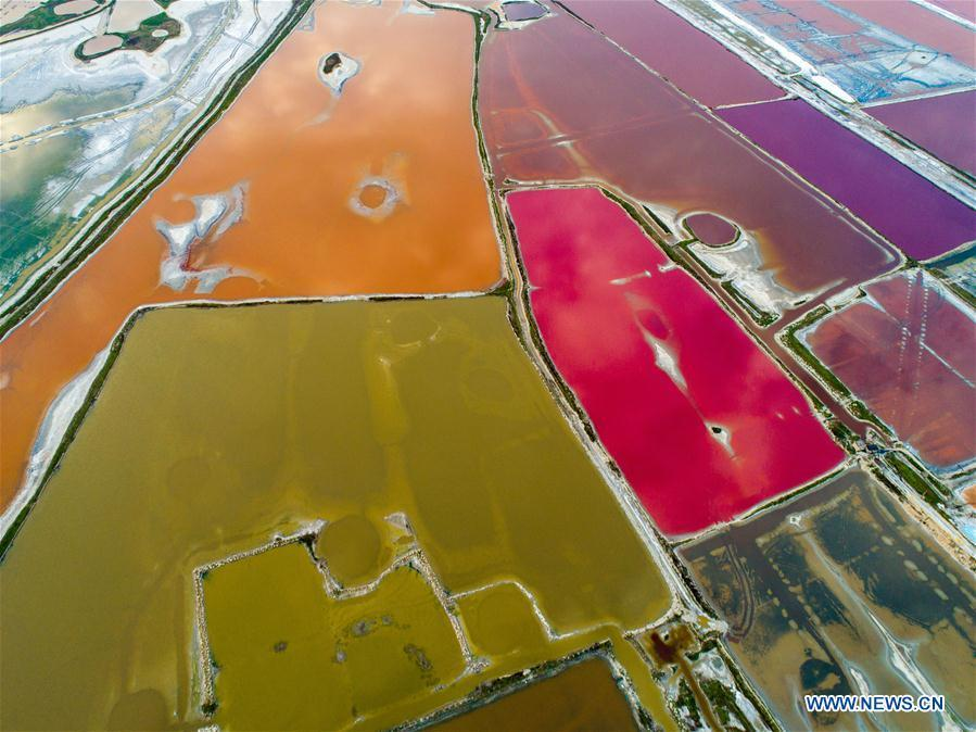 Aerial photo taken on Oct. 6, 2018 shows a view of the Yuncheng salt lake in Yuncheng, north China\'s Shanxi Province. (Xinhua/Shang Jianzhou)
