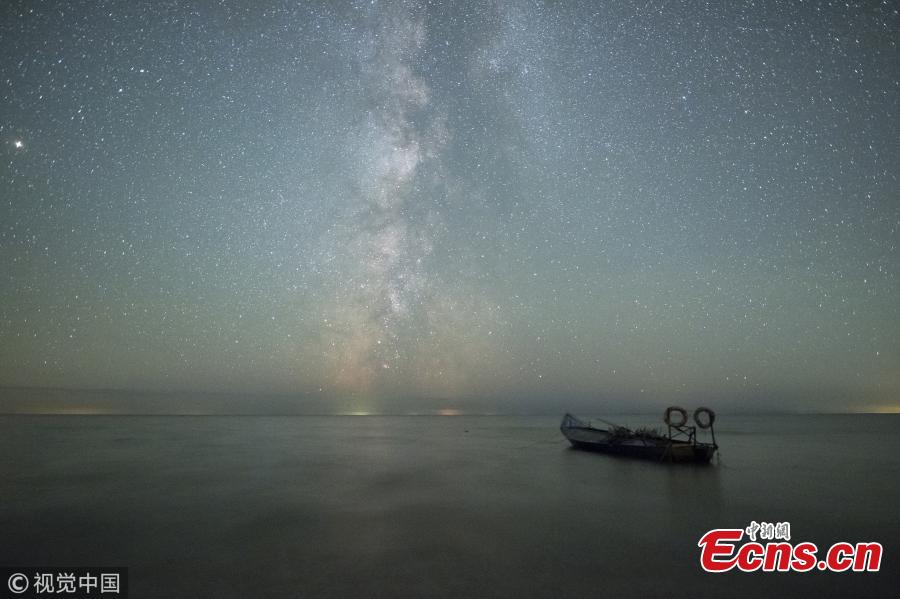 A photo taken on Oct. 3 and 4, 2018 shows the stars in the Milk Way over Xingkai Lake on the border between China and Russia, in Jixi City, Northeast China's Heilongjiang Province. The lake is known as a great place to observe the stars at night. (Photo/VCG)