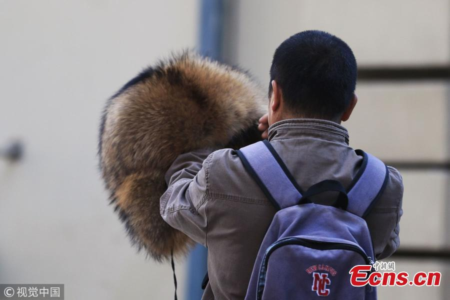 People wear warm clothes in Harbin City, Northeast China's Heilongjiang Province, Oct. 7, 2018. Temperatures dropped to five degrees centigrade in the city on Sunday, a fall of eight degrees centigrade from a day earlier. Local weather bureaus have warned of frost in most areas in the province for Tuesday. (Photo/VCG)