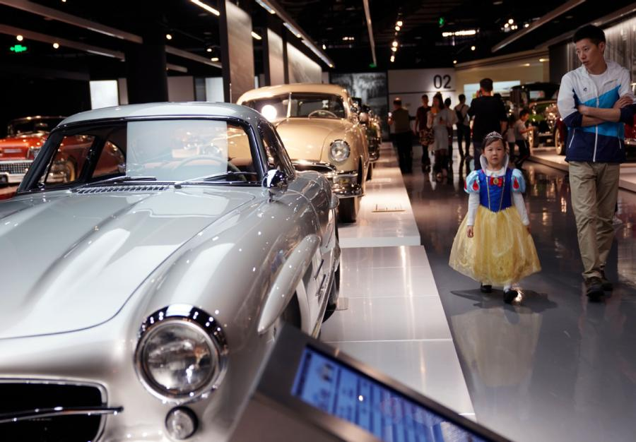 A girl, accompanied by her father, visits Shanghai Auto Museum in Shanghai on Oct. 7, 2018. (Photo/Xinhua)