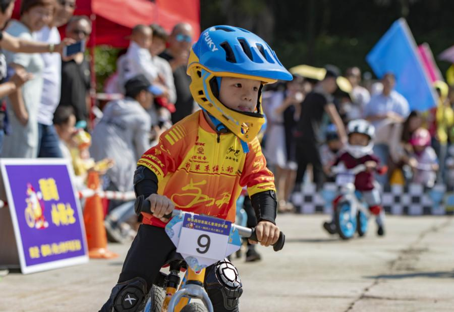 A boy takes part in a balance bike race in Xinyu city, East China\'s Jiangxi Province, on Oct. 5, 2018. (Photo/Xinhua)