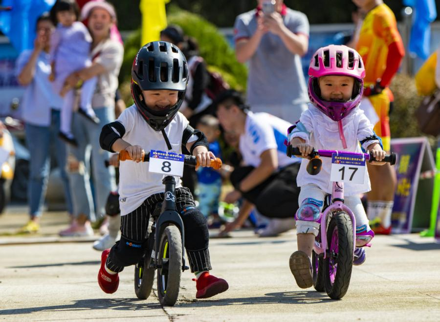 <?php echo strip_tags(addslashes(Children take part in a balance bike race in Xinyu city, East China's Jiangxi Province, on Oct. 5, 2018. (Photo/Xinhua))) ?>