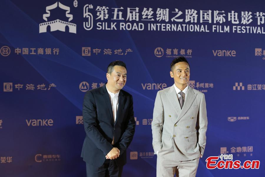 Chinese actor Zhang Jiayi (L) takes part in the 5th Silk Road International Film Festival in Xi'an City, Northwest China's Shaanxi Province, Oct. 8, 2018. (Photo: China News Service/Zhang Yuan)