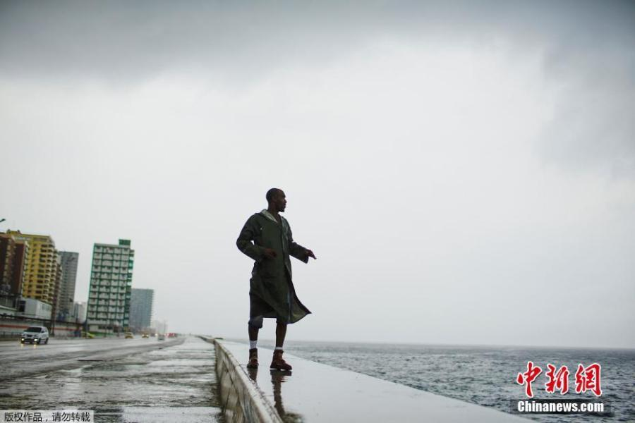 Alexander Charnicharo fishes at the seafront in Havana as Hurricane Michael passes by western Cuba on Oct. 8, 2018. (Photo/Agencies)