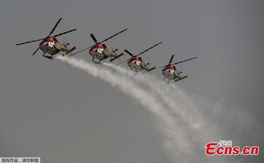 Advanced Light Helicopters (ALH) from the Indian Air Force\'s Sarang aerobatics team perform during the Air Force Day parade at the Air Force station Hindon in Ghaziabad town on the outskirts of New Delhi on October 8, 2018. The Indian Air Force celebrated its 86th anniversary on October 8, 2018.  (Photo/Agencies)