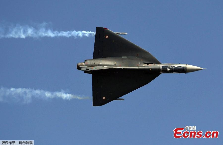 Indian Air Force (IAF) Light Combat Aircraft Tejas fly past during a full dress rehearsal for the Air Force Day parade at the Air Force Station Hindon in Ghaziabad town on the outskirts of New Delhi on October 6, 2018. The Indian Air Force celebrated its 86th anniversary on October 8, 2018.  (Photo/Agencies)
