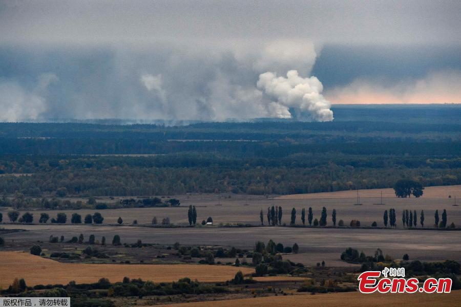 Smoke rises after a fire and explosions hit the Ukrainian defense ministry ammunition depot in the eastern Chernihiv region, Ukraine, Oct. 9, 2018. Ukrainian authorities suspect sabotage lay behind explosions that tore through an ammunition depot in the early hours of Tuesday, sending fireballs into the sky and causing more than 12,000 people to be evacuated. (Photo/Agencies)