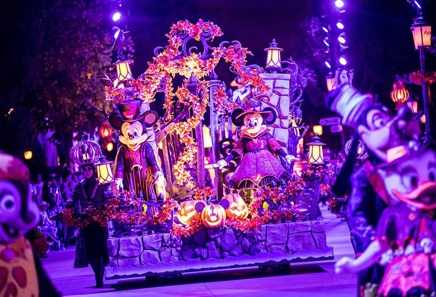 This fall, spooky fun and entertainment can be found all over Shanghai Disney Resort as the Halloween season returns in full force. Until Nov. 4, guests can find mysterious events, special parties, Halloween-themed treats, decorations, and more, with many not-so-scary surprises designed to help guests experience the magic of the season. (Photo provided to China Daily)