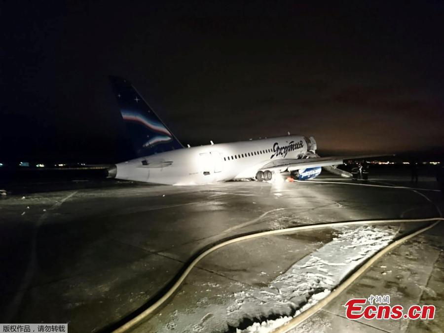 A plane from Yakutia airlines rolls off the runway after landing, Oct. 10, 2018. There were 91 passengers and 5 crew members onboard the plane. Four passengers requested medical assistance. A criminal case has been initiated into the accident about a possible violation of safety rules on air transport. (Photo/Agencies)
