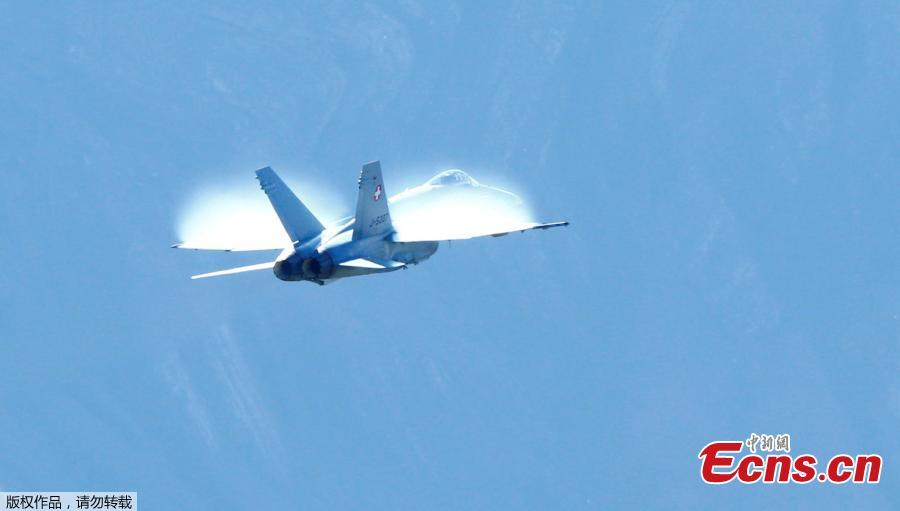 A Swiss Air Force F/A 18 Hornet fighter jet performs during a flight demonstration of the Swiss Air Force over the Axalp in the Bernese Oberland, Switzerland, Oct. 10, 2018. (Photo/Agencies)