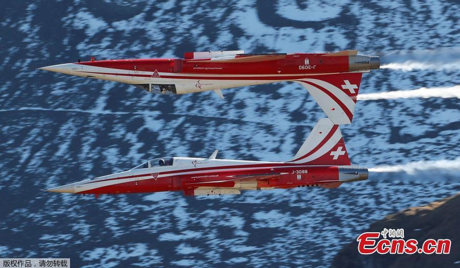 Members of the Patrouille Suisse perform in their Swiss Air Force Northrop F-5E Tiger II fighter jets during a flight demonstration of the Swiss Air Force over the Axalp in the Bernese Oberland, Switzerland, Oct. 10, 2018. (Photo/Agencies)