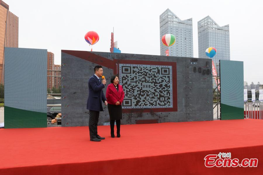 A QR code made by Donghe Agricultural Group using white and black rice has set a new Guinness World Record in Harbin, Northeast China's Heilongjiang Province, Oct. 10, 2018. The image, 30 meters on each side, used five tons of black rice and five tons of white rice, making it the world\'s largest QR code made from grains.  (Photo: China News Service/Yu Kun)