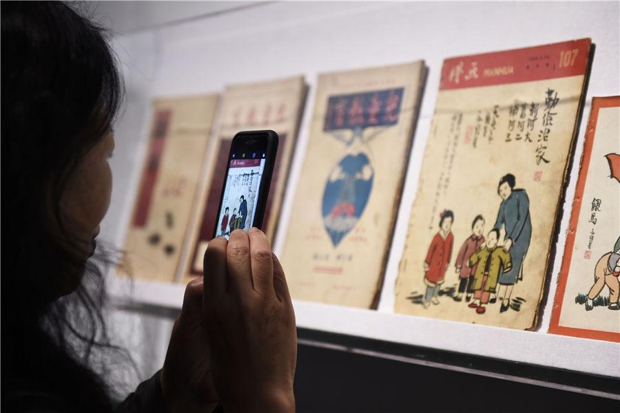 People view the exhibited items at Zhejiang Art Museum in Hangzhou, East China\'s Zhejiang Province, on Oct. 10, 2018. (Photo/Asianewsphoto)