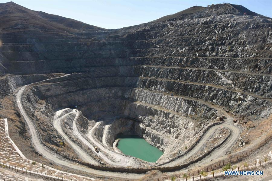 Photo taken on Oct. 10, 2018 shows the scenery of a mine crater at the Keketuohai UNESCO Global Geopark in northwest China\'s Xinjiang Uygur Autonomous Region. Xinjiang officially opened its first geopark in Keketuohai on Wednesday. Located south of the Altay Mountains and at the source of the Irtysh River, the park covers more than 2,300 square kilometers. Visitors will be able to enjoy breathtaking views including the Irtysh Grand Canyon, a huge mine crater, lakes, mountains, a waterfall, fossils and rivers. UNESCO announced eight new global geoparks in May last year, including Keketuohai. (Xinhua/Zhang Xiaolong)