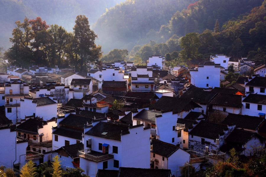 Autumn scenery of an ancient village in Wuyuan county, Jiangxi Province, Oct. 12, 2018. (Photo/Asianewsphoto)