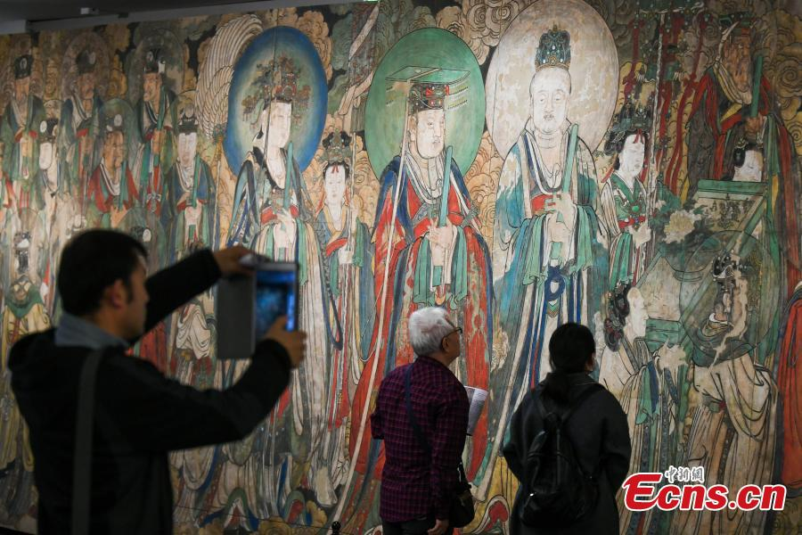Visitors look at a replica of Chao Yuan Tu (Pictures of Paying Homage to the Origin), the famous wall murals that depict the story of Taoism in Yongle Temple, at the Taiyuan Art Museum in Taiyuan City, North China's Shanxi Province, Oct. 11, 2018. The life-size replica was created using high-tech means. The museum is exhibiting 80 replicas of ancient original murals from China but now collected in other countries. (Photo: China News Service/Wu Junjie)