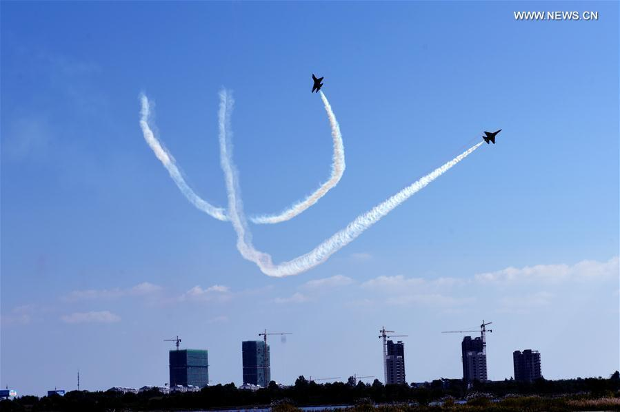 Photo taken on Oct. 13, 2018 shows model aircrafts with turbojet engines perform in the air during a contest in Rongcheng, east China\'s Shandong Province. A total of 12 teams from around the world compete in the air. (Xinhua/Yang Zhili)