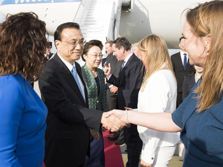 Chinese Premier Li Keqiang (2nd L) arrives at Schiphol Airport in Amsterdam, the Netherlands, Oct. 14, 2018. Li Keqiang arrived here on Sunday for an official visit to the Netherlands at the invitation of Dutch Prime Minister Mark Rutte. (Xinhua/Huang Jingwen)
