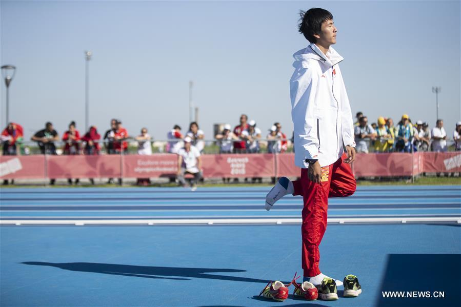Chen Long of China warms up during the men\'s high jump of athletics event at the 2018 Summer Youth Olympic Games in Buenos Aires, Argentina, on Oct. 14, 2018. Chen won the gold medal. (Xinhua/Li Ming)