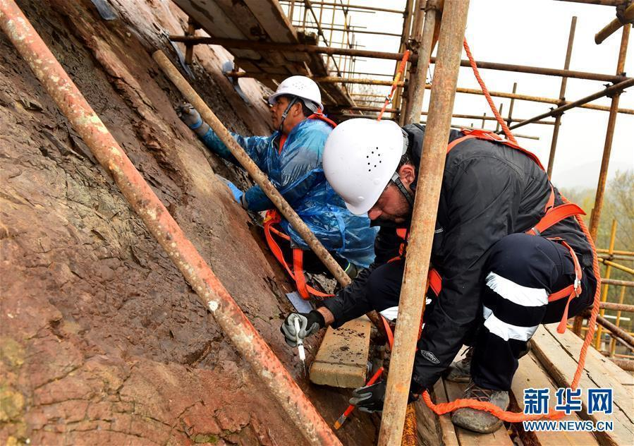 An experimental conservation effort for dinosaur footprints in Yanqing Geopark in Beijing, Oct. 15, 2018. Experts from the Petrified Forest of Lesbos in Greece, China University of Geosciences (Beijing) and Yanqing Geopark are launching a new round of experimental conservation efforts for the dinosaur footprints formed about 150 million years ago and now suffering from erosion and weathering. (Photo/Xinhua)