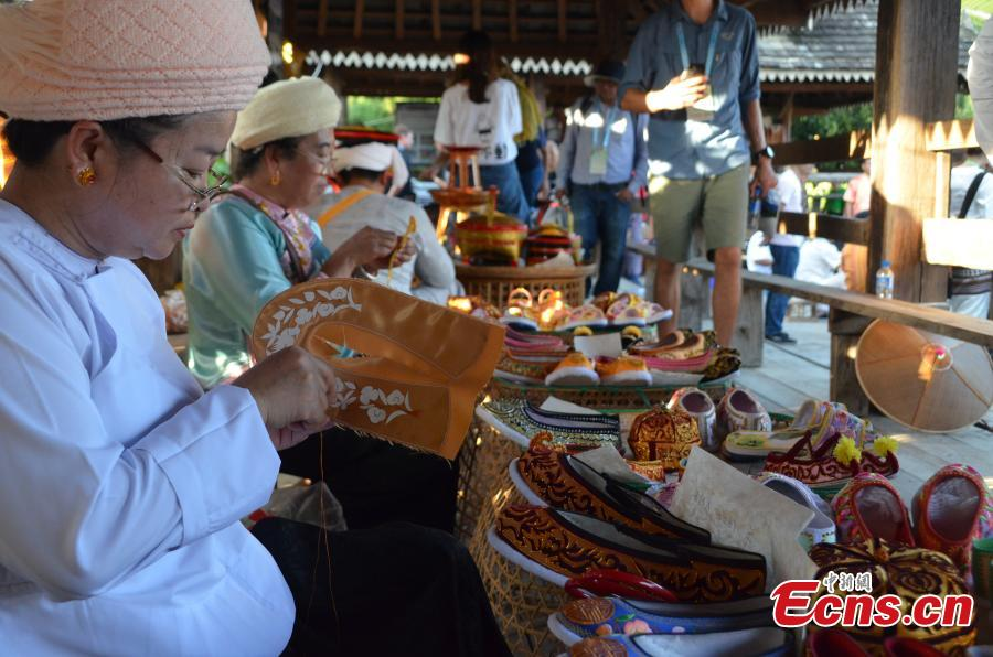 Women of Dai ethnic group show traditional handicrafts at Mengtuan Village in Lincang City, Southwest China's Yunnan Province, Oct. 15, 2018. (Photo: China News Service/Miao Chao)
