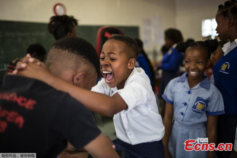 Girls practice self-defense methods during a session with NGO Action Breaks Silence (ABS) called \'Empowerment through self-defense for women and girls\' which aims to create a world free form fear of gender based violence, at Mbuyisa Makhubu Primary School in the area of Orlando West, in the South African township of Soweto, on October 10, 2018. (Photo/Agencies)